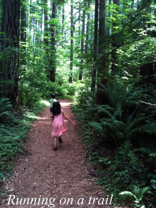 Running on trail picnik
